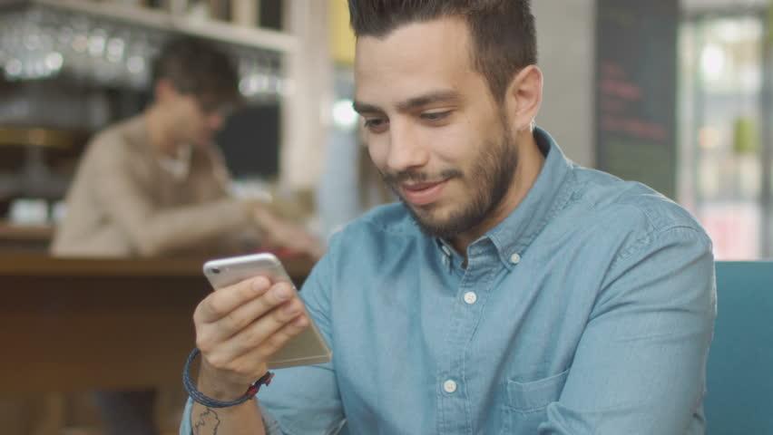 Как возбудить парня быстро? Как возбудить парня по СМС, поцелуем, словами, видео, по переписке?