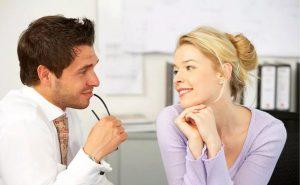 По каким признакам понять, что мужчина тебя хочет, и как себя вести после этого