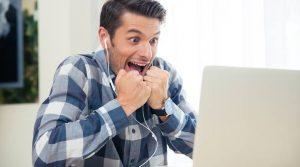 Реальные способы, как поднять настроение любимому парню при личном общении, по интернету и смс