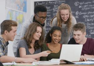 Как вести себя, чтобы понравиться своему однокласснику