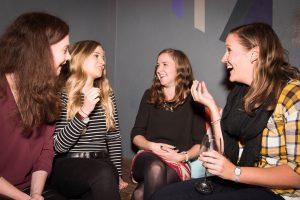 Женская дружба существует или её не бывает: разрушаем стереотипы людской молвы