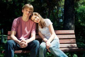 Со скольки лет подросткам можно начинать встречаться