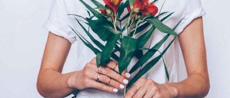 Какие цветы уместно подарить девушке: выражаем симпатию с умом