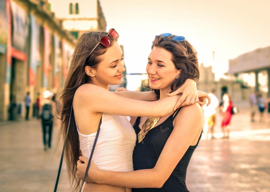 Какова психология отношений между девушкой и другой девушкой?