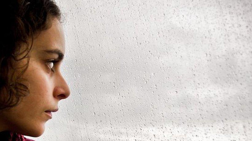 Признаки сезонной (весенней или осенней) и иной депрессии у женщин