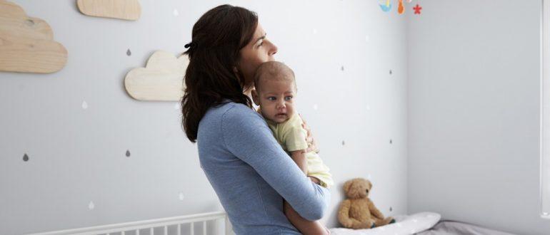 Всё, что нужно знать о послеродовой депрессии: причины, симптомы и признаки