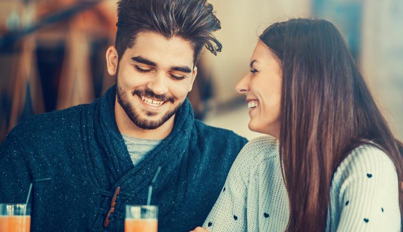 Влюбилась в парня близкой подруги: отбить его или страдать?